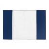 Die Rückseite des EU Passport Cover ist weiß-gräulich, die dunkelblauen Lappen der Vorderseite sind zu sehen. Dort wird der Reisepass eingefädelt.
